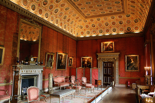 European Inspiration: The Syon House in London. Photo by Simon & His Camera at flickr.com