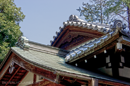 An overlapping roof structure.